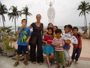 Binh and the kids on Cham island, Bai Huong