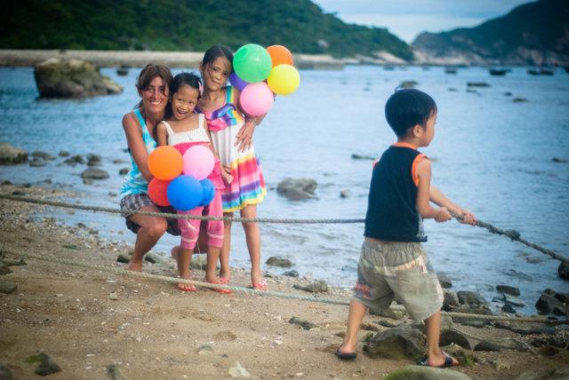 Kids happy with balloms on Cham island
